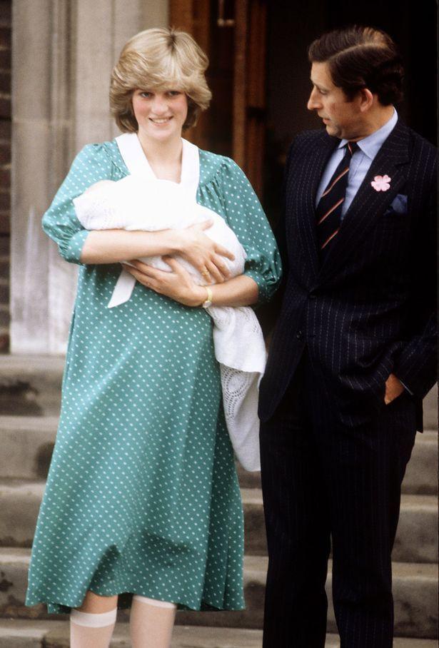 Công nương Kate xuất hiện thon gọn bất ngờ chỉ sau một ngày khi hạ sinh tiểu Hoàng tử thứ 3 - Ảnh 10.