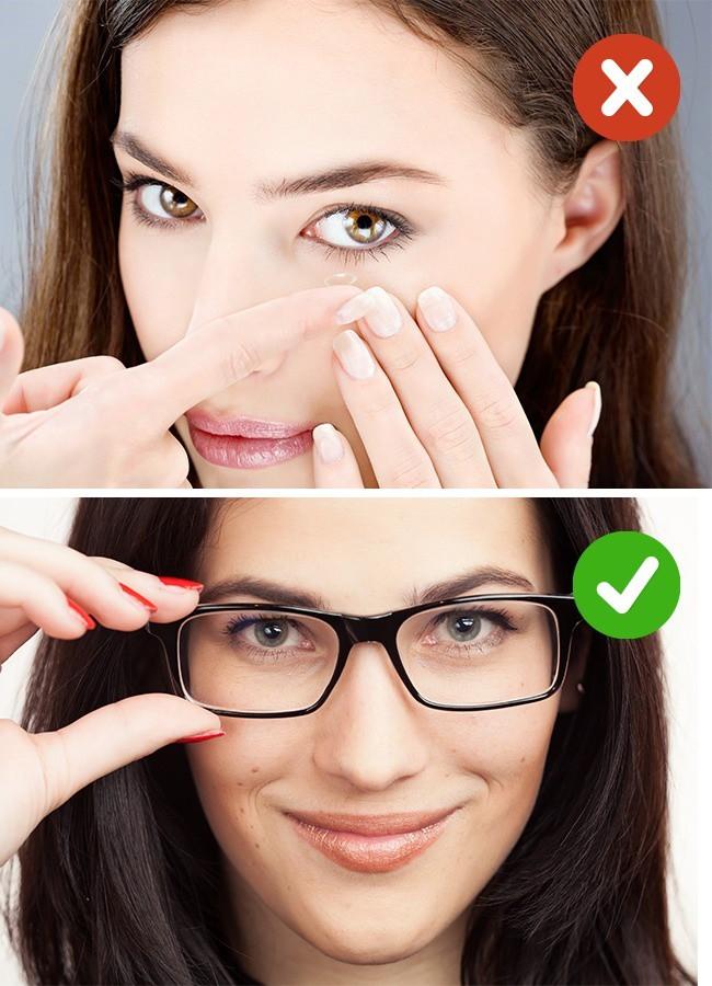 Bác sĩ mắt chia sẻ 4 điều bạn tuyệt đối không bao giờ được làm với kính áp tròng - Ảnh 3.