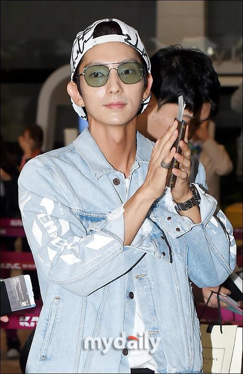 Khác một trời một vực với ảnh tạp chí, tài tử Lee Jun Ki gây hốt hoảng với cằm nhọn nhô ra như lưỡi cày - Ảnh 12.