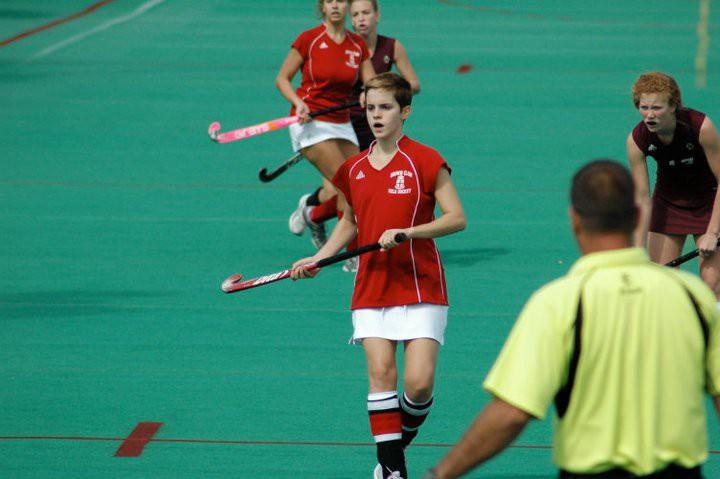 Kết quả hình ảnh cho Emma Watson rất thích chơi hockey