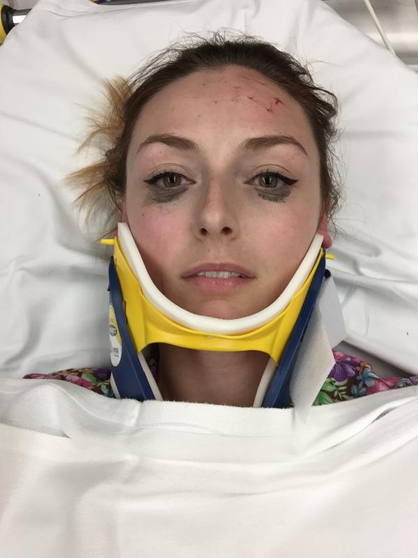 """Bị tai nạn vẫn không quên review bút kẻ mắt tốt, cô gái này khiến các """"tín đồ làm đẹp chân chính"""" phải bái phục - Ảnh 1."""