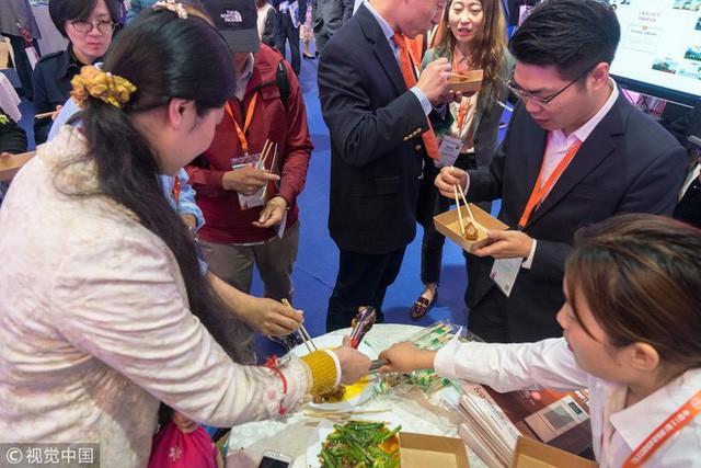 Kĩ sư Trung Quốc tạo ra con robot thông minh biết nấu ăn vì vợ ông cằn nhằn hơi nhiều - Ảnh 2.