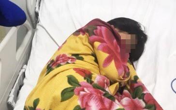 Ngủ trong mùng, bé gái 11 tuổi ở TP.HCM bị con rết dài 30 cm chui vào cắn trọng thương
