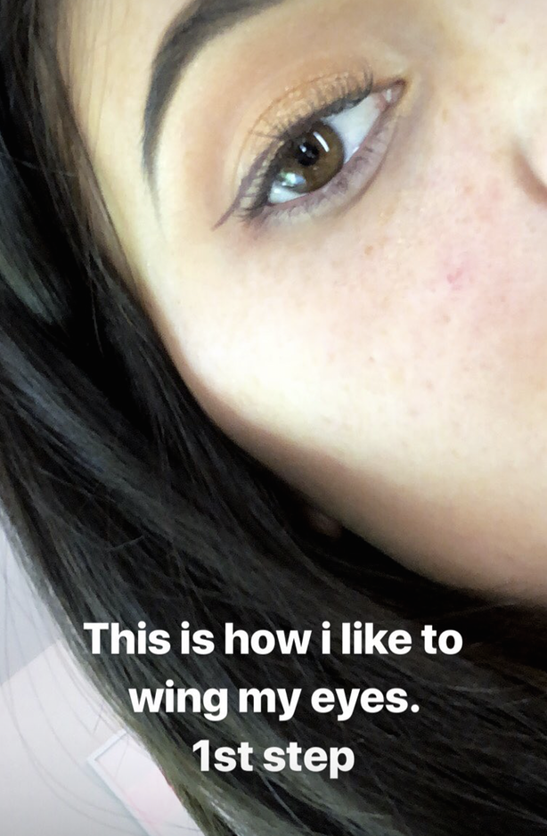 Muốn kẻ mắt thật nhẹ nhàng mà không bị dữ, bạn hãy học tuyệt chiêu kẻ mắt không cần eyeliner của Kylie Jenner - Ảnh 3.
