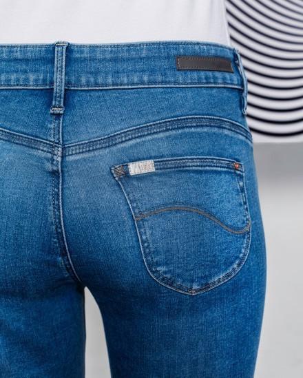 Chọn quần jeans chỉ cần chọn kiểu quần có đường may này, vòng 3 của bạn sẽ được nâng lên tức thì  - Ảnh 6.