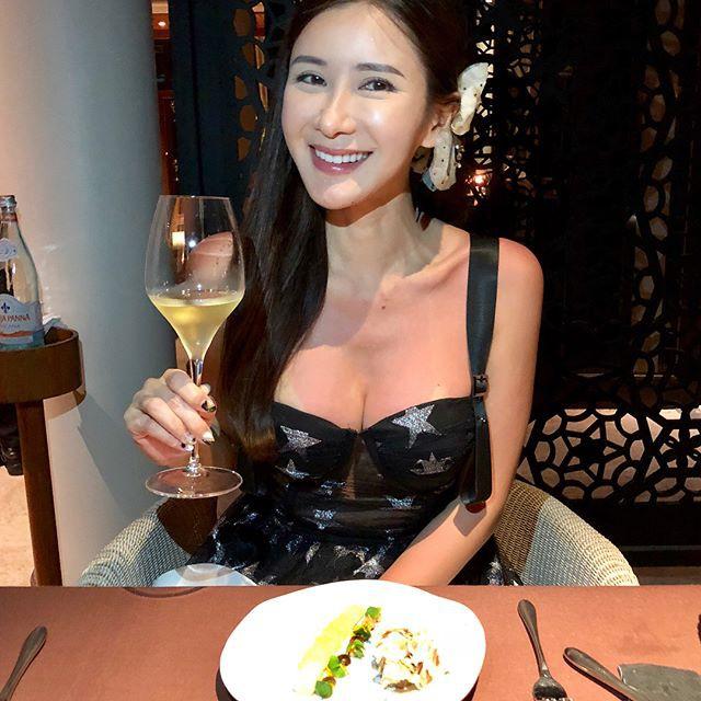 Jamie Chua - bà hoàng sở hữu nhiều túi Hermes nhất thế giới, lộ nhan sắc khác lạ, cằm ngày càng dài ngoằng và nụ cười gượng gạo vô hồn - Ảnh 4.