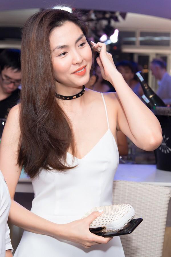 Hội mẹ bỉm sữa sao Việt: hai con rồi mà người vẫn thon thả nhẹ nhàng, người lại sexy đến nghẹt thở - Ảnh 2.