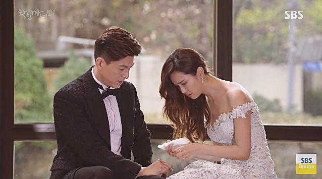 Sớm cũng được muộn cũng được, cớ sao Lee Da Hae lại hôn nam chính vào đúng lúc tréo ngoe thế này? - Ảnh 7.