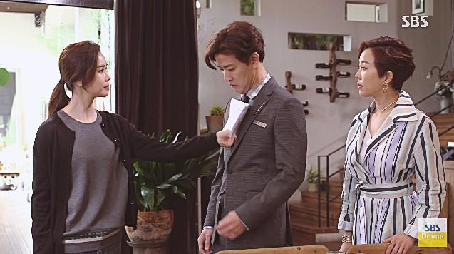 Sớm cũng được muộn cũng được, cớ sao Lee Da Hae lại hôn nam chính vào đúng lúc tréo ngoe thế này? - Ảnh 2.