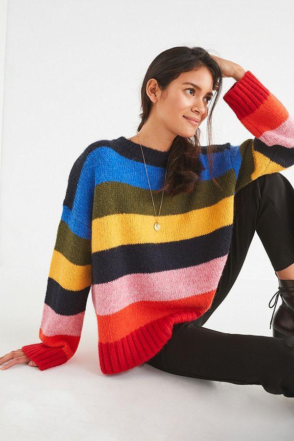 Khắp các thương hiệu thời trang, từ bình dân đến cao cấp đều đăng lăng xê kiểu áo len màu sắc này  - Ảnh 6.