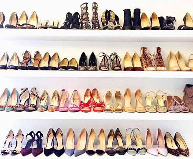 Chỉ chưa đầy 3 năm, tủ giày của Meghan Markle đã nhân lên gấp 3, ước tính giá trị lên đến hơn 2 tỷ đồng - Ảnh 1.
