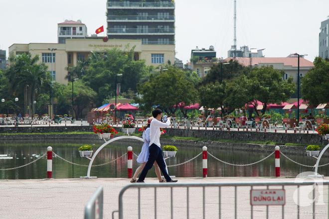 Phố đi bộ Trịnh Công Sơn vắng vẻ trong sáng đầu tiên khai trương - Ảnh 9.