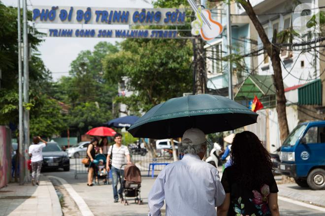 Phố đi bộ Trịnh Công Sơn vắng vẻ trong sáng đầu tiên khai trương - Ảnh 4.