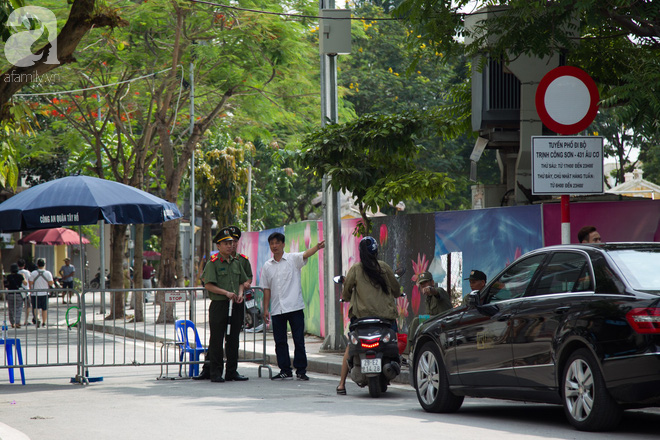 Phố đi bộ Trịnh Công Sơn vắng vẻ trong sáng đầu tiên khai trương - Ảnh 17.
