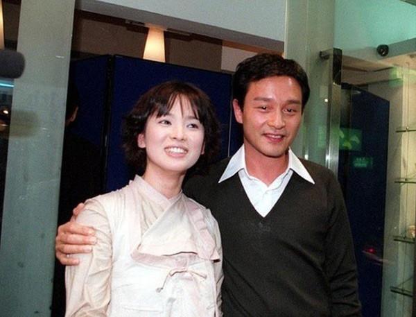 Chùm ảnh quý hiếm của dàn sao TVB: Thanh xuân rực rỡ của thế hệ 7X, 8X bỗng chốc thu nhỏ lại chỉ bằng những bức ảnh cũ, đã sờn màu - ảnh 12