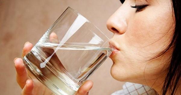 Uống nước theo 8 cách này sẽ giúp bạn ngừa bệnh rất tốt - Ảnh 1.