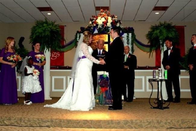 Hồi bé cùng làm phù dâu, phù rể trong đám cưới nhưng ghét chẳng thèm nhìn mặt, 17 năm sau cặp đôi viết nên câu chuyện tình yêu đẹp như mơ - Ảnh 2.