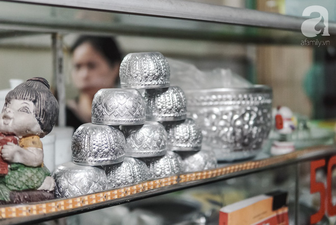 Ngày hè nóng nực, ghé tiệm kem xôi, chè Thái 33 năm của bà cụ người Thái gốc Việt lọt thỏm dưới con đường giữa phố Kim Mã - Ảnh 7.