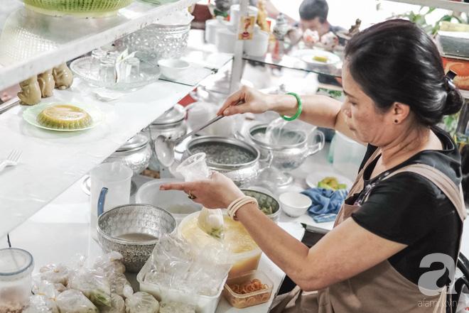 Ngày hè nóng nực, ghé tiệm kem xôi, chè Thái 33 năm của bà cụ người Thái gốc Việt lọt thỏm dưới con đường giữa phố Kim Mã - Ảnh 19.
