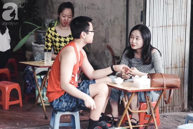 Ngày hè nóng nực, ghé tiệm kem xôi, chè Thái 33 năm của bà cụ người Thái gốc Việt lọt thỏm dưới con đường giữa phố Kim Mã - Ảnh 11.