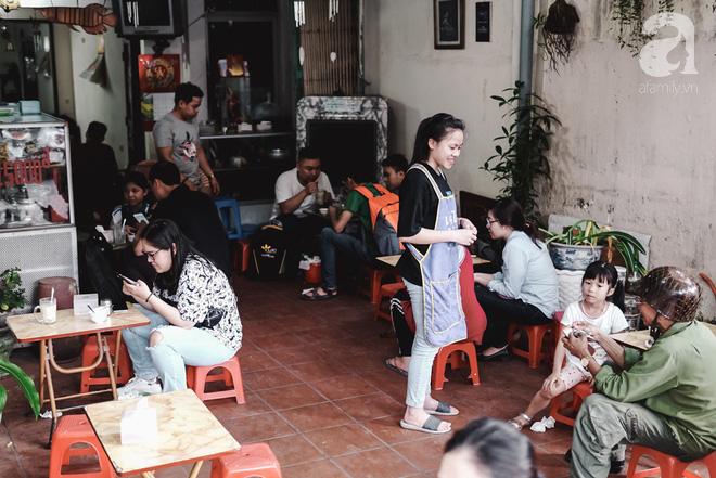 Ngày hè nóng nực, ghé tiệm kem xôi, chè Thái 33 năm của bà cụ người Thái gốc Việt lọt thỏm dưới con đường giữa phố Kim Mã - Ảnh 16.