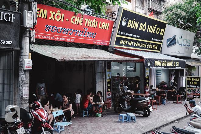 Ngày hè nóng nực, ghé tiệm kem xôi, chè Thái 33 năm của bà cụ người Thái gốc Việt lọt thỏm dưới con đường giữa phố Kim Mã - Ảnh 1.