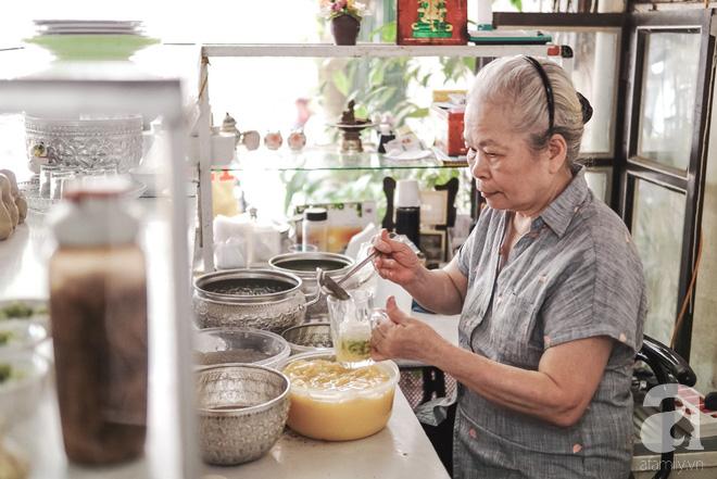 Ngày hè nóng nực, ghé tiệm kem xôi, chè Thái 33 năm của bà cụ người Thái gốc Việt lọt thỏm dưới con đường giữa phố Kim Mã - Ảnh 3.