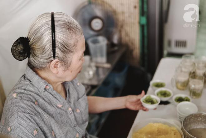 Ngày hè nóng nực, ghé tiệm kem xôi, chè Thái 33 năm của bà cụ người Thái gốc Việt lọt thỏm dưới con đường giữa phố Kim Mã - Ảnh 4.