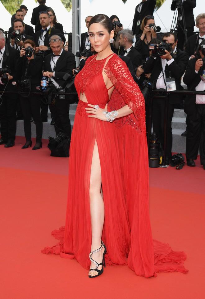 Chẳng phải Phạm Băng Băng hay dàn sao Hollywood, mỹ nhân Thái Chompoo Araya mới là người chiếm sóng thảm đỏ trong 5 ngày ở Cannes - Ảnh 3.