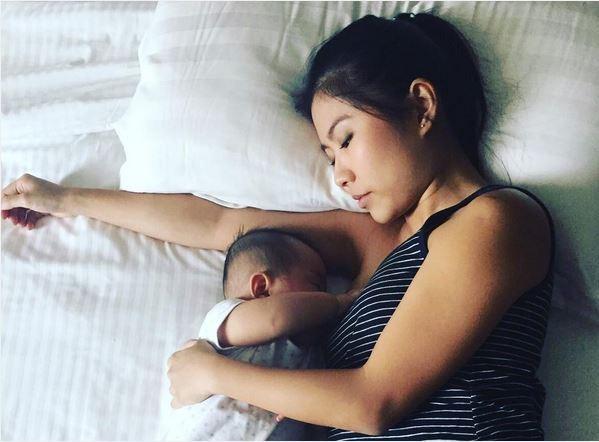 Nếu mẹ còn thường xuyên cho con bú đêm, hãy đọc ngay bài viết này - Ảnh 1.
