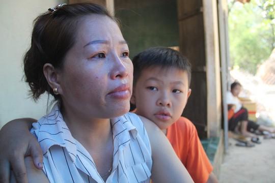 """Quê nghèo đẫm nước mắt đón thi thể """"hiệp sĩ"""" Nguyễn Văn Thôi - Ảnh 2."""