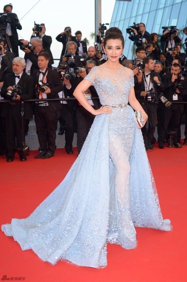 Những lần náo loạn thảm đỏ Cannes của sao Hoa ngữ: Từ mỹ nhân hạng A đến người đẹp vô danh chiêu trò đủ kiểu khiến truyền thông ngao ngán - ảnh 11