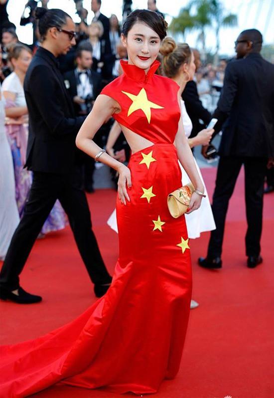 Những lần náo loạn thảm đỏ Cannes của sao Hoa ngữ: Từ mỹ nhân hạng A đến người đẹp vô danh chiêu trò đủ kiểu khiến truyền thông ngao ngán - ảnh 18