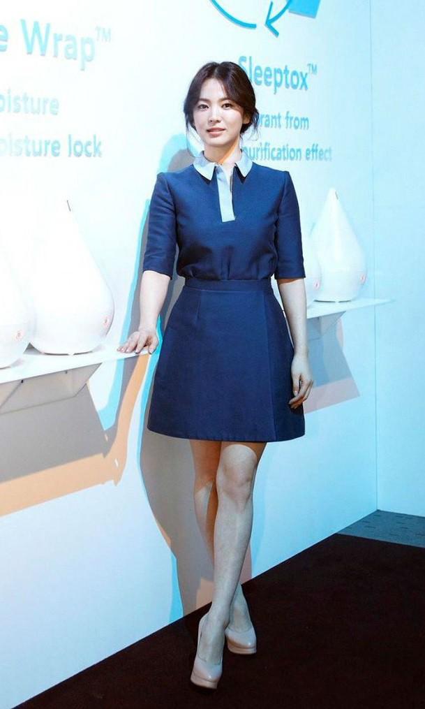 Chỉ trung thành với giày màu nude, nhưng hoá ra đây là cách mà Song Hye Kyo diện đẹp mọi bộ đồ  - Ảnh 5.