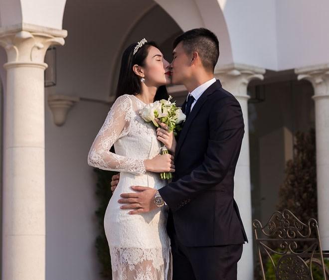 Hé lộ đoạn clip ngắn khiến dân mạng đồn đoán rằng ca sĩ Thủy Tiên đang mang thai lần 2 - Ảnh 2.
