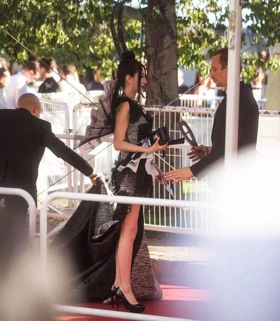 Các người đẹp vô danh Hoa ngữ chi bao nhiêu tiền để được đi thảm đỏ Cannes? - Ảnh 3.