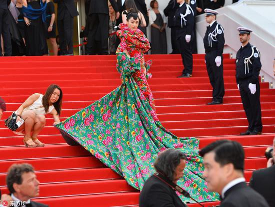 Các người đẹp vô danh Hoa ngữ chi bao nhiêu tiền để được đi thảm đỏ Cannes? - Ảnh 4.