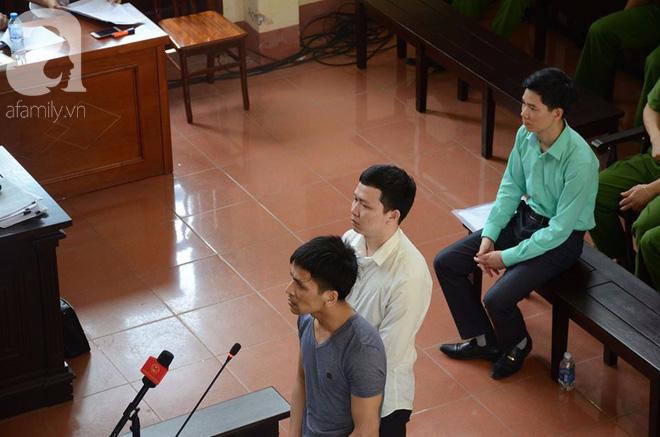 Bác sĩ Hoàng Công Lương trả lời gay gắt tại tòa: Tôi học về chuyên môn để cứu chữa bệnh nhân chứ không phải là để giết người - Ảnh 1.