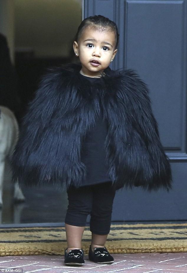 Sinh ra trong Hoàng gia nước Mỹ, các bé nhà Kardashian từ nhỏ phải tuân theo loạt quy định nghiêm ngặt - Ảnh 2.