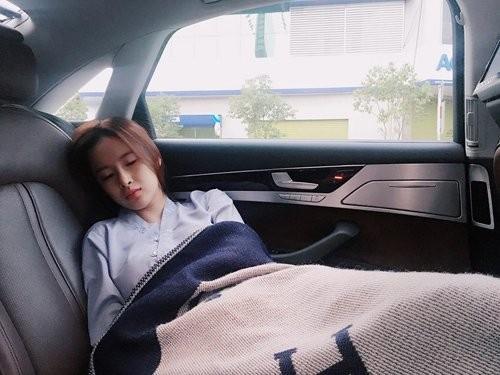1001 dáng ngủ siêu khó đỡ của sao Việt: Cứ đặt lưng xuống là ngủ bất kể địa hình! - Ảnh 12.