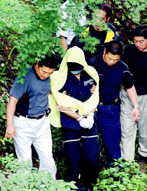 Tên sát nhân hàng loạt man rợ nhất Hàn Quốc: Lấy cảm hứng từ kẻ thủ ác khác, trong vòng 1 năm giết 19 mạng người - Ảnh 3.