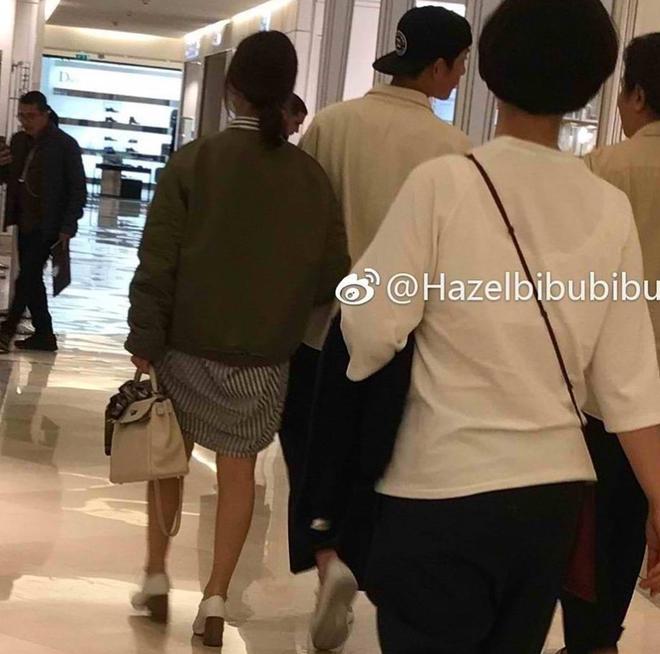 Diện đồ đơn giản ra sân bay, nhưng túi xách của Song Hye Kyo mới là thứ mà người ta chú ý nhất - Ảnh 8.