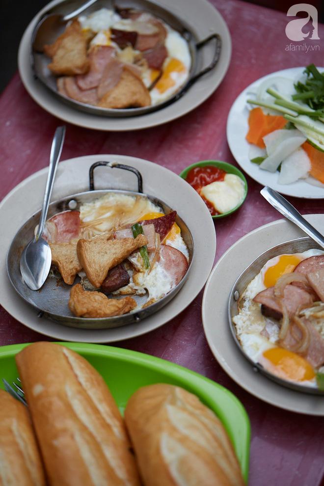 Tiệm bánh mì chảo nức tiếng có tuổi đời hơn 60 năm - nơi nhấm nháp một bữa sáng nhàn tản đậm chất người Sài Gòn - Ảnh 5.