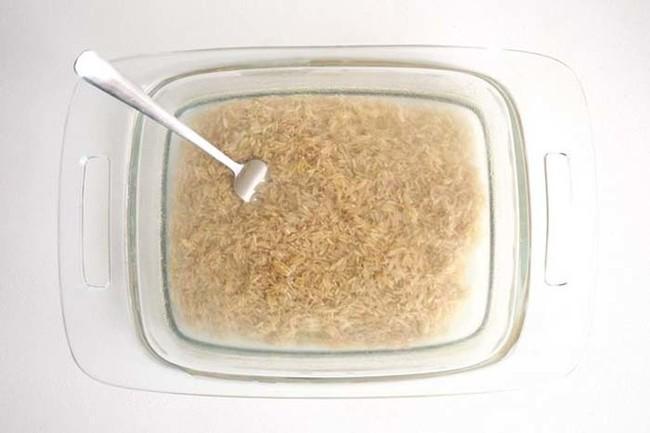 Không ai tin cơm có thể nấu bằng hộp thủy tinh cho đến khi bát cơm tơi xốp được dọn lên bàn - Ảnh 2.