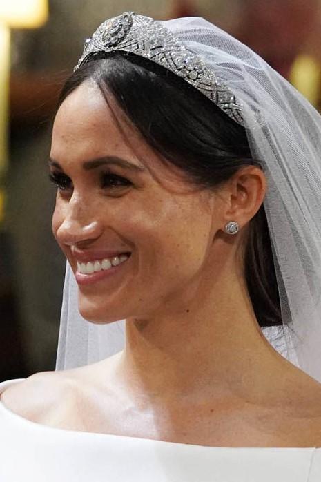 Cận cảnh vương miện của Tân công nương Meghan Markle: đầy tinh tế và kết hợp hoàn hảo với bộ váy cưới đến từ Givenchy - Ảnh 2.