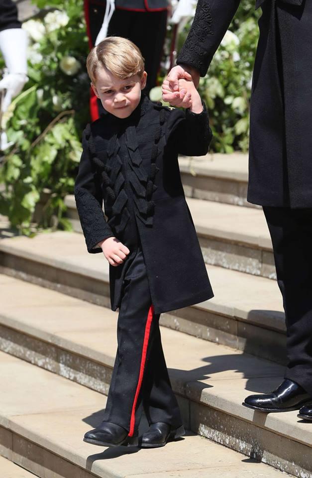 Sau cô bé cáu kỉnh, lại xuất hiện thêm một nhân vật nhí siêu dễ thương gây chú ý trong đám cưới của Hoàng tử Harry và Meghan Markle - Ảnh 8.