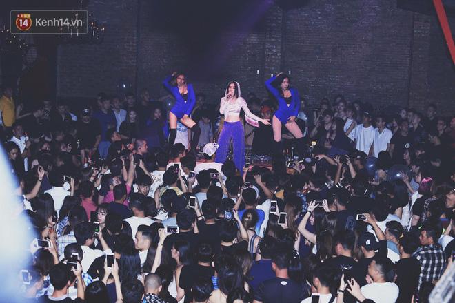 Chi Pu mặc thế này, khối người lại tưởng Selena Gomez vừa đến Hà Nội diễn - Ảnh 1.