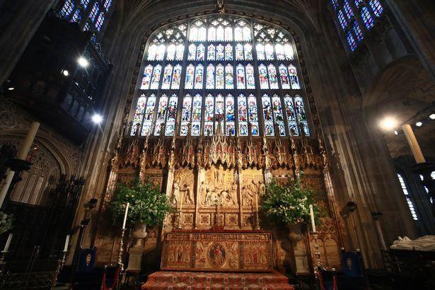 Đám cưới hoàng gia Anh: Hôn lễ kết thúc, cô dâu chú rể trao nhau nụ hôn ngọt ngào trước toàn thể mọi người - Ảnh 3.