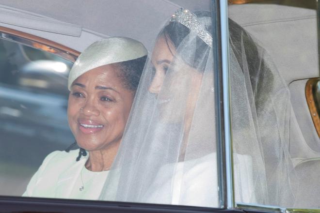 Đám cưới hoàng gia Anh: Hôn lễ kết thúc, cô dâu chú rể trao nhau nụ hôn ngọt ngào trước toàn thể mọi người - Ảnh 28.