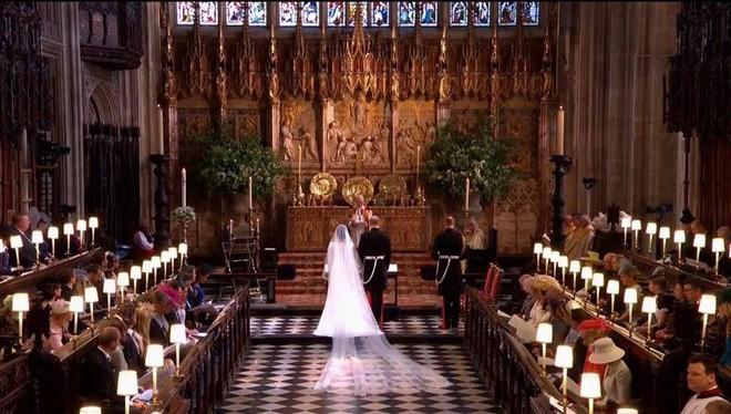 Đám cưới hoàng gia Anh: Hôn lễ kết thúc, cô dâu chú rể trao nhau nụ hôn ngọt ngào trước toàn thể mọi người - Ảnh 40.